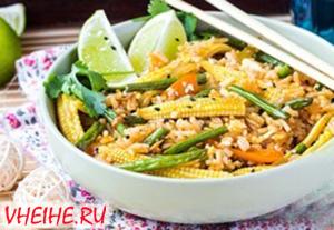 Рис с овощами и яйцом