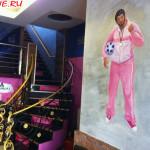 """Кафе """"Наша Russia"""" в Хэйхэ (лестница на 2й этаж)"""